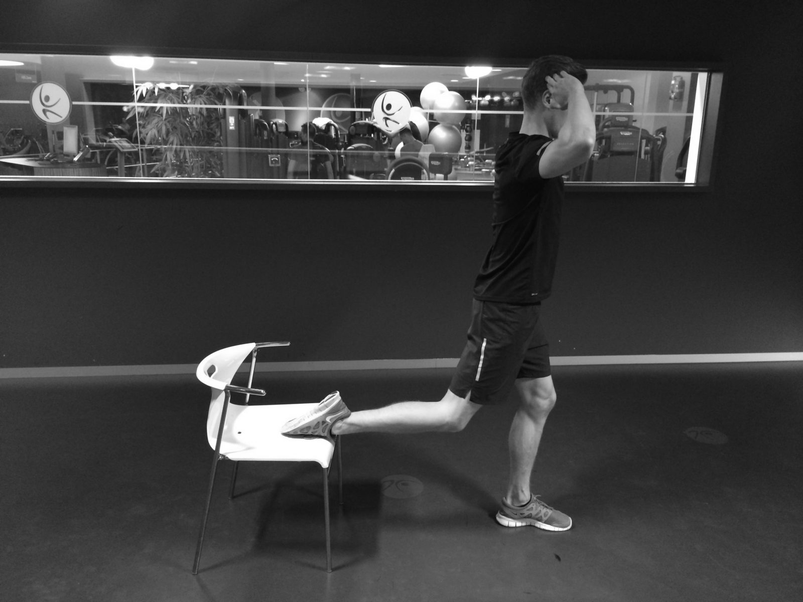 Yor Roy bulgarian split squat (c) www.naturalhighmag.be